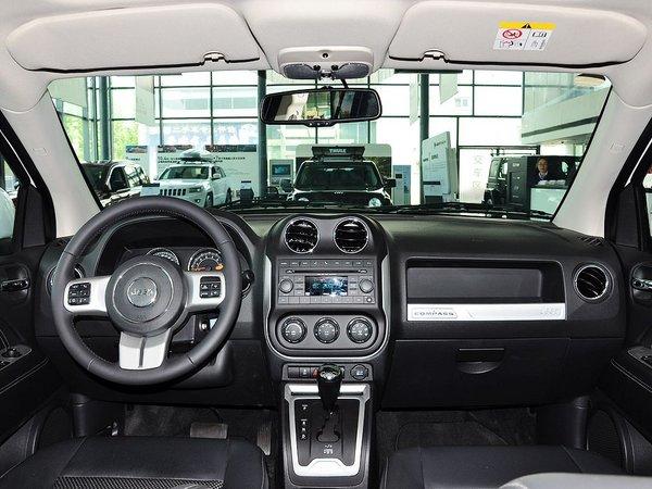 Jeep  改款 2.4L 自动 中控台整体