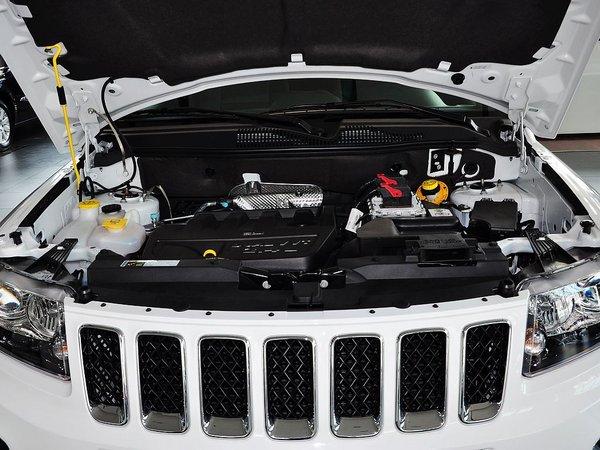 Jeep  改款 2.4L 自动 发动机局部特写