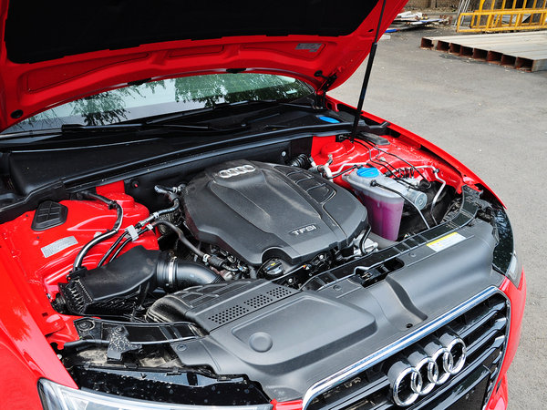 奥迪(进口)  45TFSI 2.0T CVT 发动机主体特写