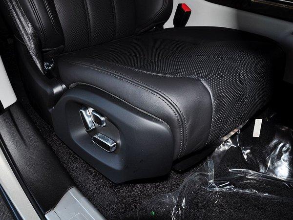 路虎 改款 3.0 副驾驶席下方储物空间
