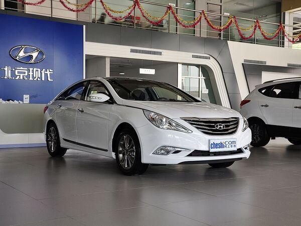 北京现代  2.4L 自动 车辆右侧45度角