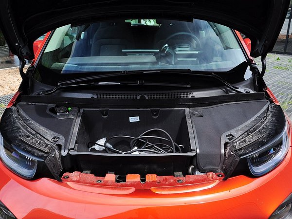 BMW i  增程式混合动力版 发动机局部特写