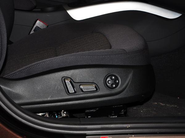 一汽奥迪  45 TFSI quattro 副驾驶席坐垫侧面特写
