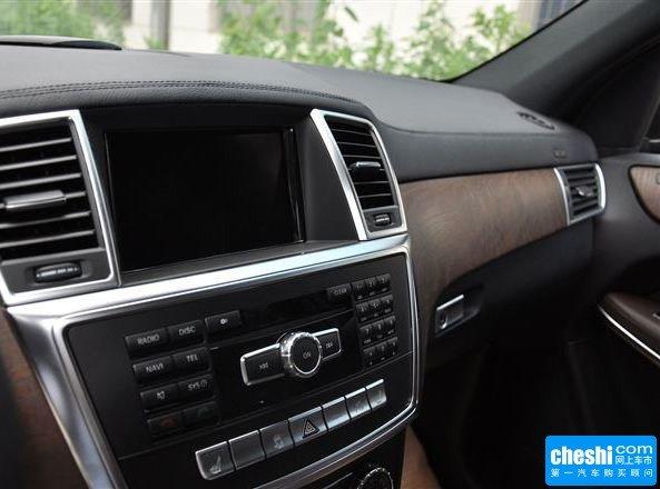 奔驰(进口)  GL 500 中控仪表台上方