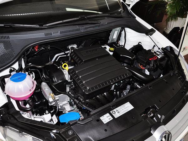上汽大众  1.4L 自动 发动机主体特写
