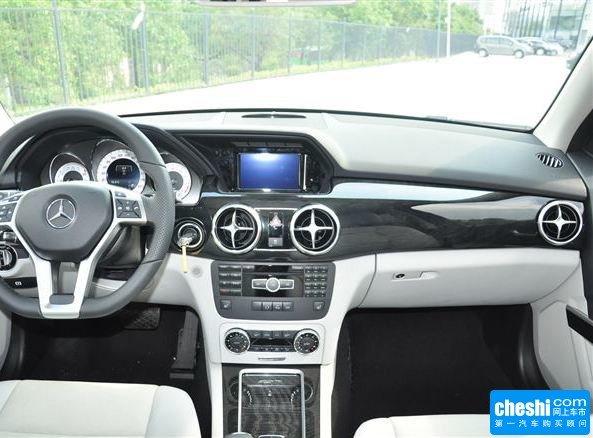 北京奔驰  GLK 260 4MATIC 中控台整体