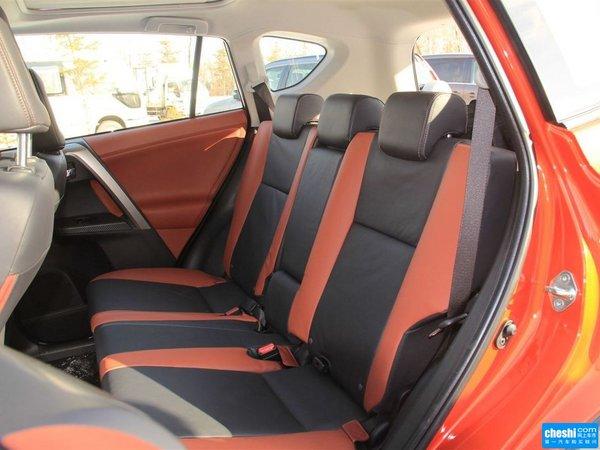 一汽丰田  2.5L 自动 第二排座椅正视图