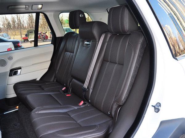 路虎  3.0 V6 第二排座椅45度视角