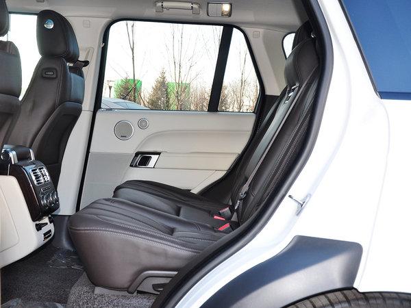 路虎  3.0 V6 第二排座椅正视图