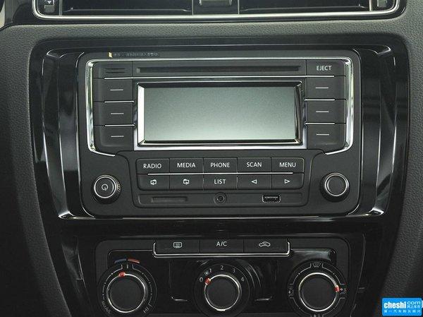 一汽-大众  1.6L 自动 中控仪表台上方