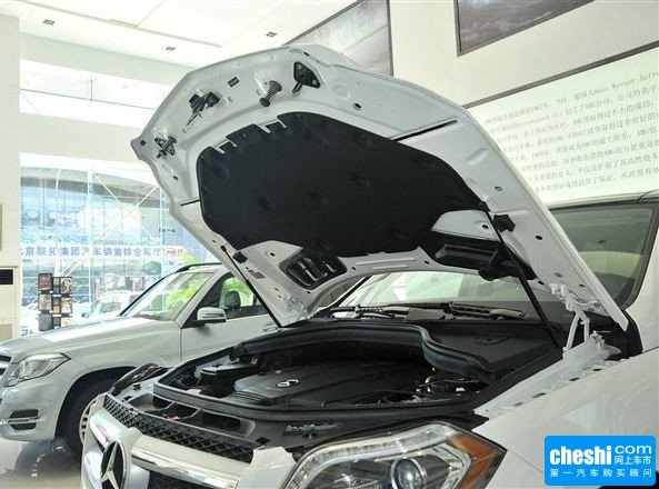 奔驰(进口)  GL350 3.0L 发动机舱