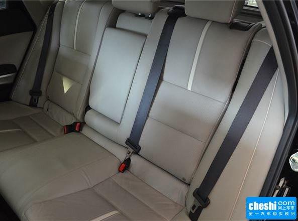 广汽本田  2.4L 第二排座椅正视图