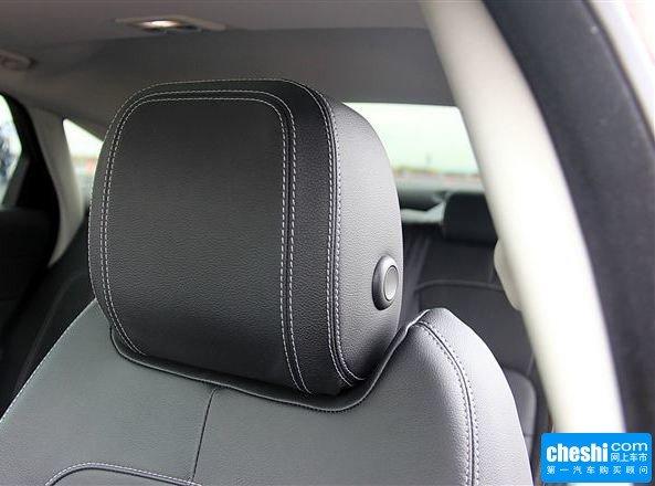 捷豹  XF3.0T 驾驶席座椅头枕特写