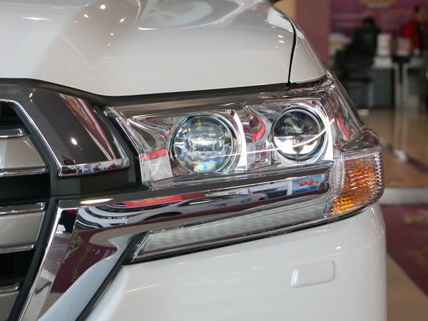 一汽丰田  4.6L 左前大灯