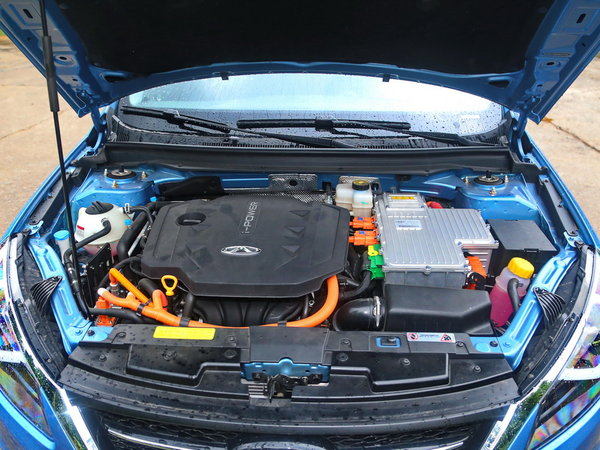 奇瑞汽车  1.6L 发动机舱