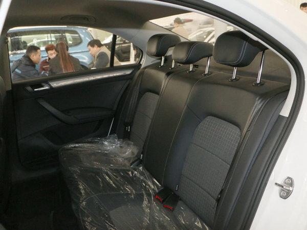 上汽大众  1.6L 第二排座椅