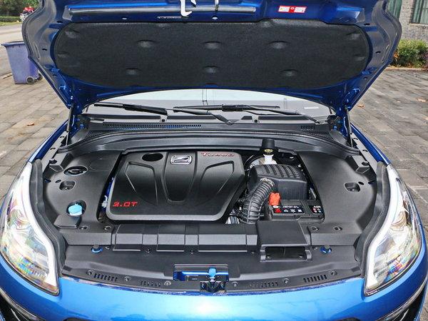 众泰  2.0T 发动机舱