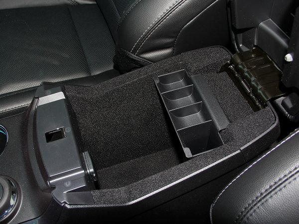 福特(进口)  2.3T 前排中央扶手箱