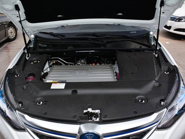 比亚迪  EV300 发动机舱