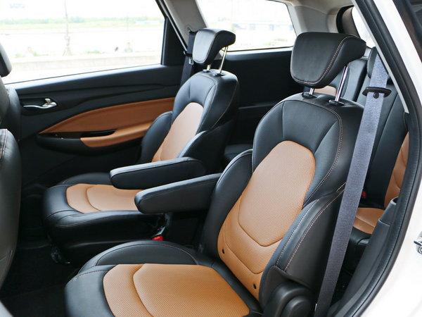 上汽通用五菱  1.5L 第二排座椅