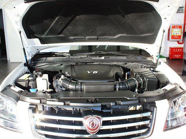 起亚(进口)  3.8L 自动 发动机局部特写
