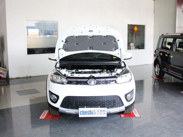 外观方面:哈弗M4可以称得上是一款典型的小型SUV,185mm的离地间隙和较大的轮胎尺寸已经能够说明它的通过能力,对于渴望一款SUV却因为城市停车难而纠结的消费者来说,哈弗M4这样的小型SUV也许是个两全之策。  内饰方面:哈弗M4这样的中控台最节省空间,而且有利于功能布局,各种操作都很顺手。其中新车的出风口设计有针对性,开口较大,想必在冬夏两季效果不错。哈弗M4所使用仪表应该是目前长城系列车型中最好看的一个。皮质座椅的纹路设计有个性。另外长城哈弗M4在车辆内饰做工用料方面的表现依然很让人满意,有扎实之感