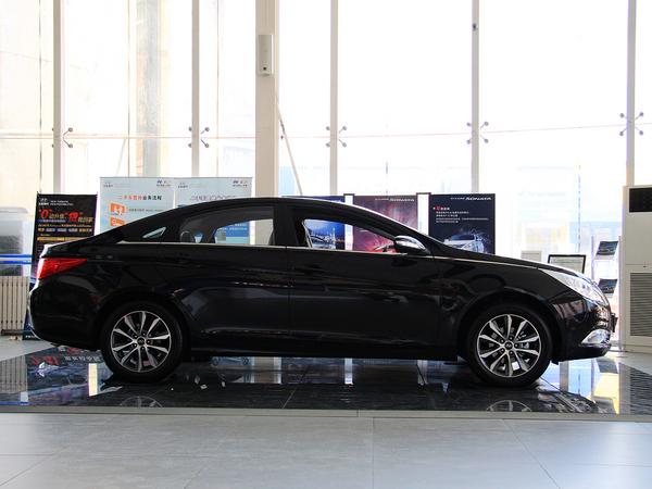 保定车市 热门中型车pk:起亚k5对比现代索纳塔八   led型式后组合尾灯