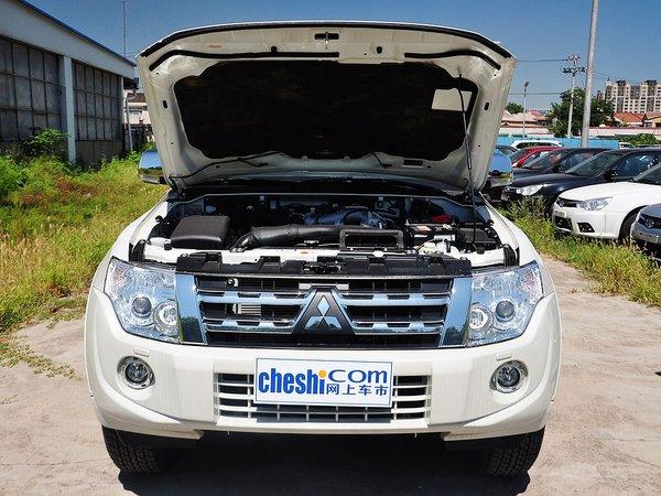 动力方面,3.0l v6的发动机是帕杰罗车系的入门排量,这台发动高清图片