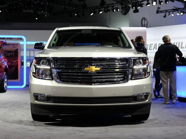 是一款全尺寸SUV车型,从尺寸上看都要长度及宽度都比凯迪拉克凯