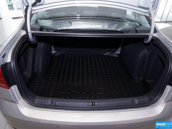 大众朗逸新车配备带加热的真皮座椅、电动天窗、外后视镜折叠/加热