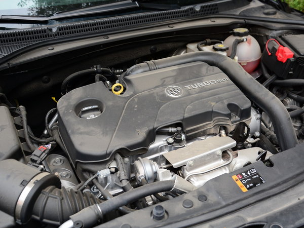 采用了全新一代的s6六速手自一体变速箱