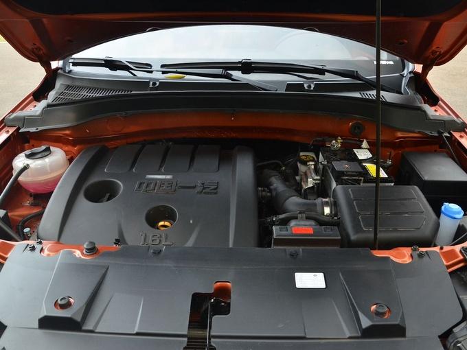 一汽奔腾  1.6L 发动机舱