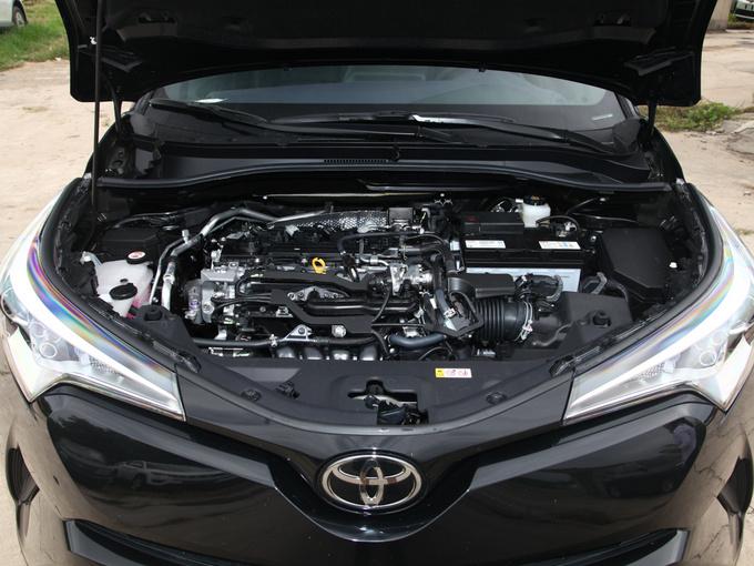 一汽丰田  2.0L 发动机舱
