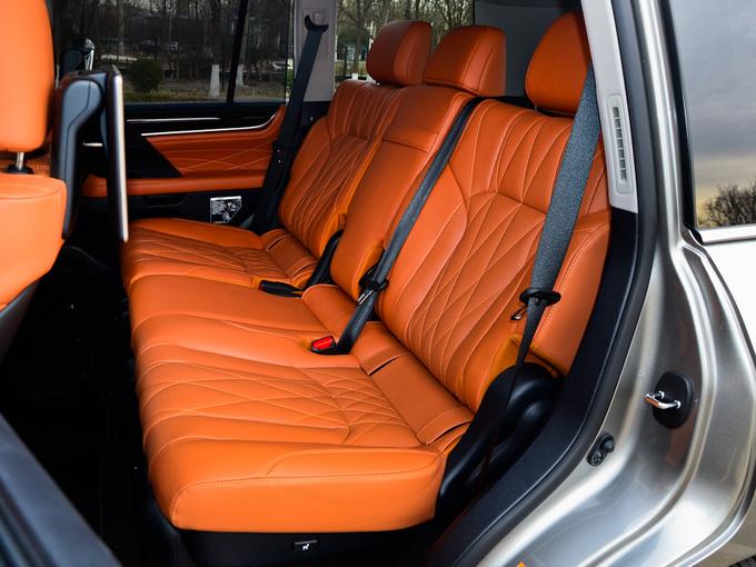 雷克萨斯  570 第二排座椅