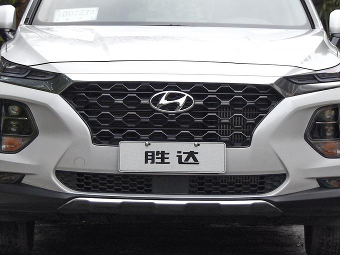 北京现代  380 TGDi DLX 前脸