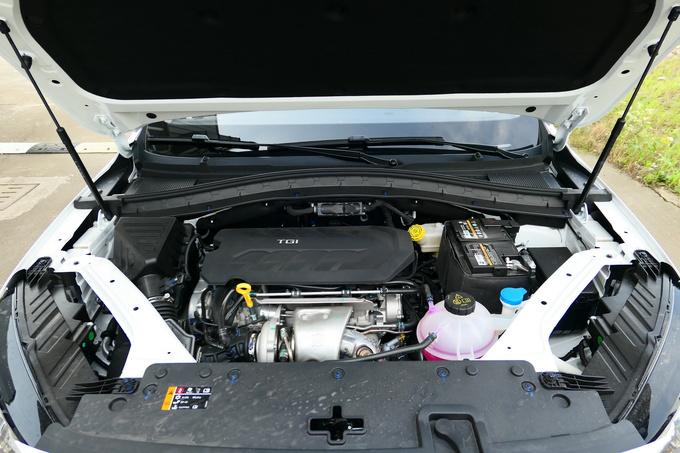 MG  20T 自动两驱Trophy超跑版 发动机舱