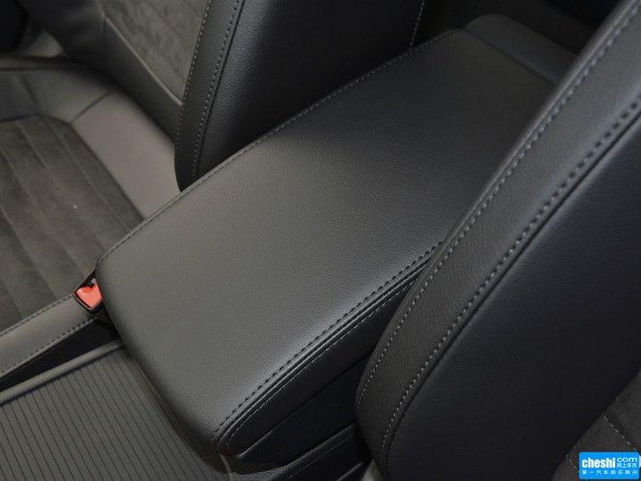 座椅空间 (11/18)  查看高清图片提示:支持键盘翻页 ←左 右→  迈腾