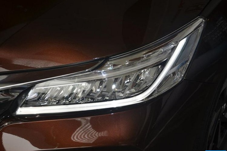 车辆大灯细节