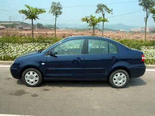 2005款 三厢 1.6L 自动 豪华型