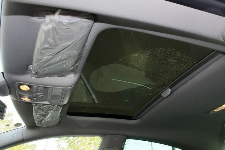 车顶内部特写